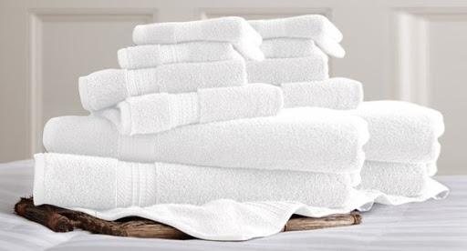 Dùng chung khăn tắm khách sạn có bị sùi mào gà không?